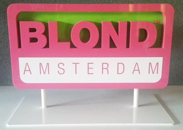 blonddisplaybord