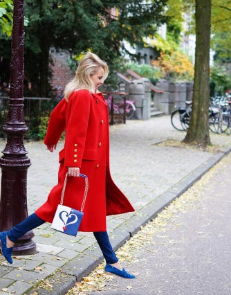 Bag-at-you---Fashion-blog---Love-Moschino-shoulderbag---Big-vintage-red-coat---Serious-love