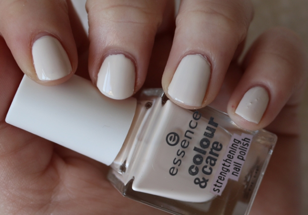 Essence Colour & care 01 en 02(4)